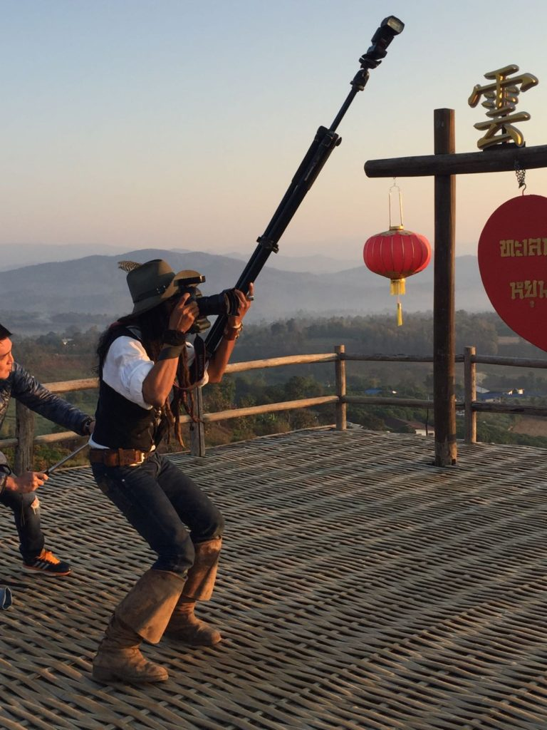 jack-sparrow-taking-photos-in-the-chinese-village