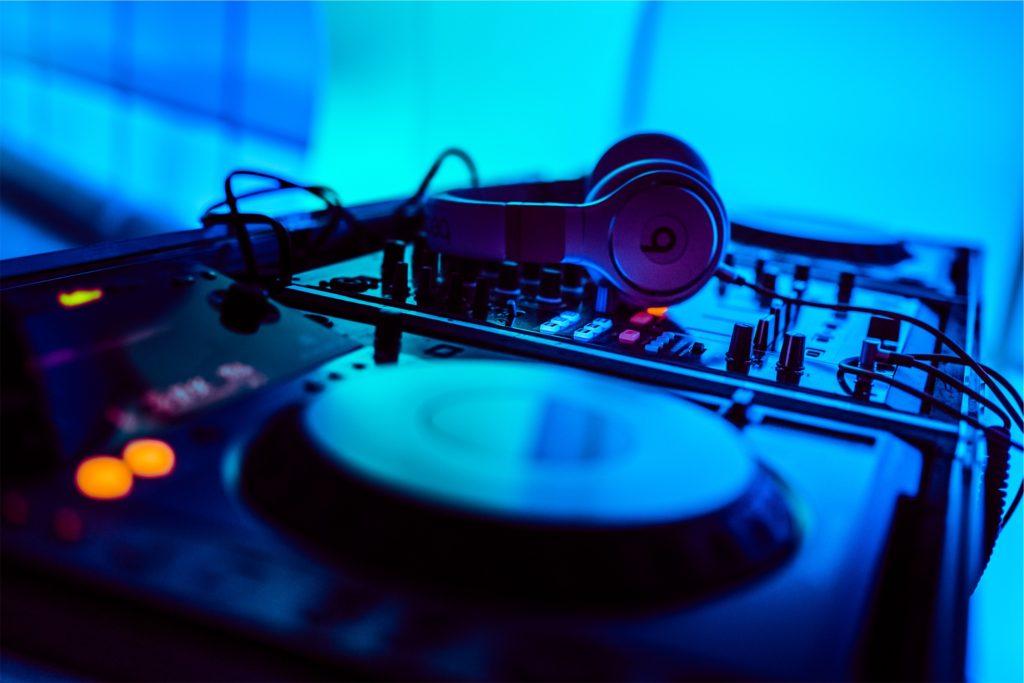 chiang-mai-nightlife-dj-equipment